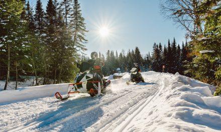 Raid motoneige au Canada : sur la piste des aurores boréales